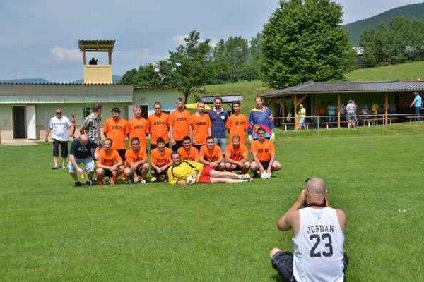 Právo postupu. Futbalisti Sokola Rudná získali prvé miesto a vybojovali si tak právo postupu do vyššej súťaže.