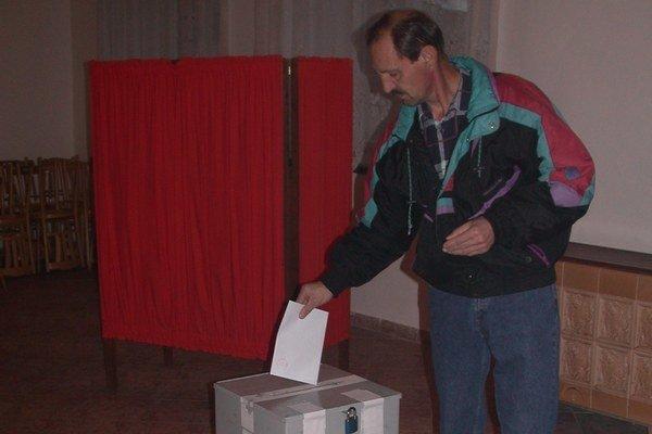 Komunálne voľby. Právo voličov rozhodnúť o svojich zástupcoch.