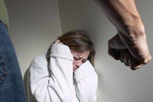 Domáce násilie. Obeťami násilia bývajú prevažne ženy.