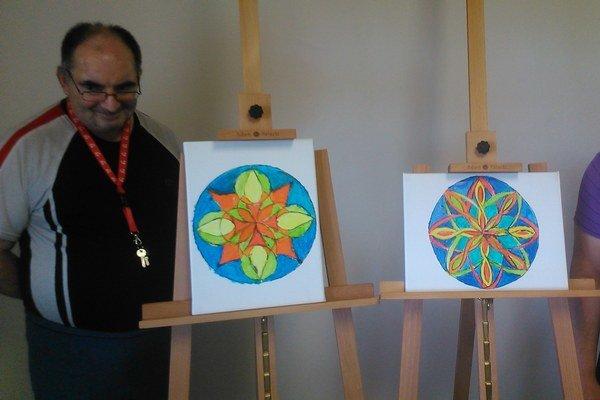 Maľovanie mandaly. Dokáže človeka stimulovať a motivovať.