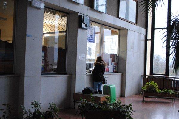 Železničná stanica v Rožňave. Petíciu podporili aj obyvatelia okresného mesta.