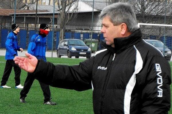 Tréner FK Krh. Podhradia Július Balta.