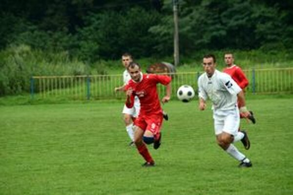 Prvý gól. O prvý gól Rožňavy v novom ročníku sa postaral Filip Pollák (na snímke s bratom Martinom, rovnako hráčom SP MFK).