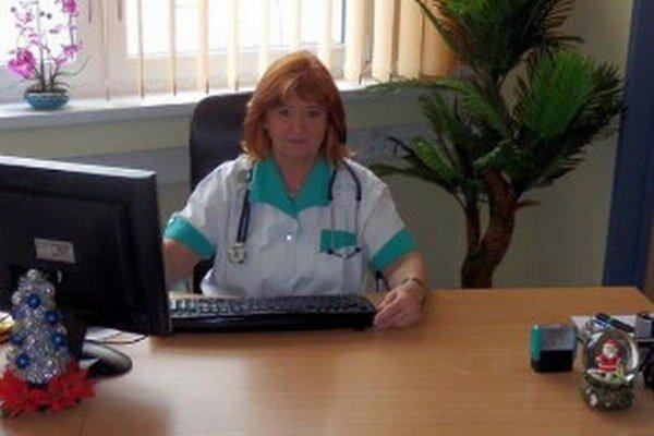 Lekárka poskytuje bezplatné medicínske poradenstvo.