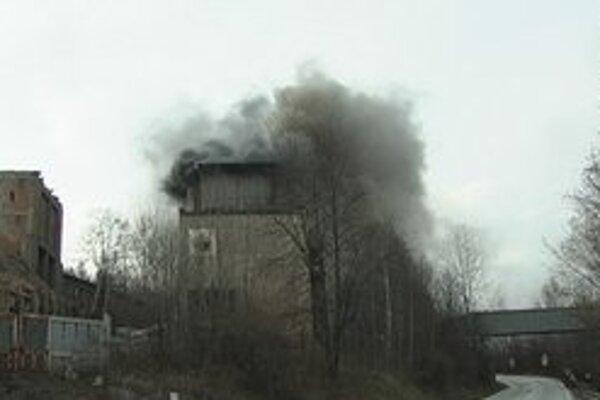 Hustý dym si všimli aj obyvatelia z okolitých obcí.