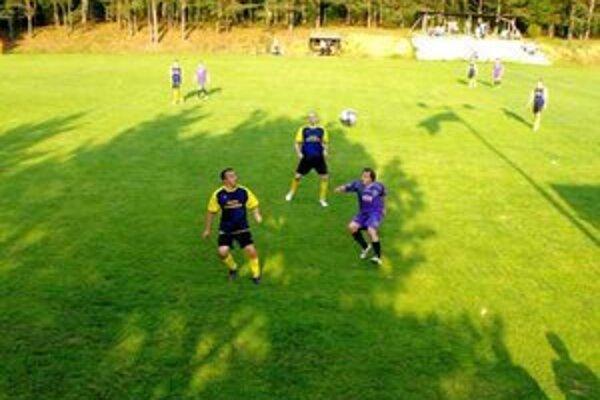 Dôležitý gól. Lukáš Drobňák (vľavo) sa postaral o dôležitý prvý gól Krh. Podhradia.