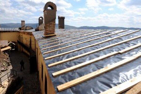 Na strechu pôjdu namiesto drevených šindľov viedenské škridly.