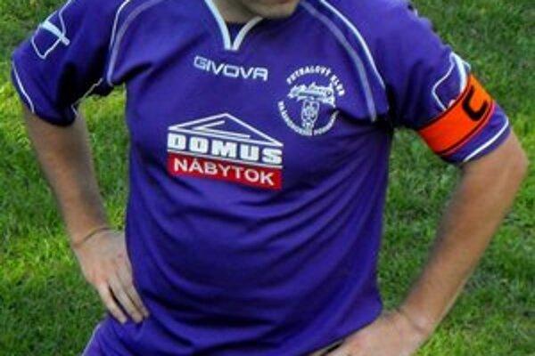 Dva góly. Po prestávke už skóroval iba kapitán FK Krh. Podhradie J. Piater.