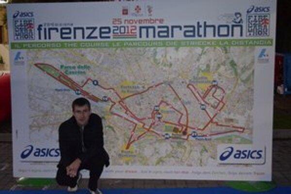 Andrej Ružík pri trati florentského maratónu.