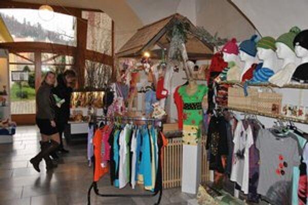 Medzi žiadané darčeky patrí aj oblečenie a módne doplnky.