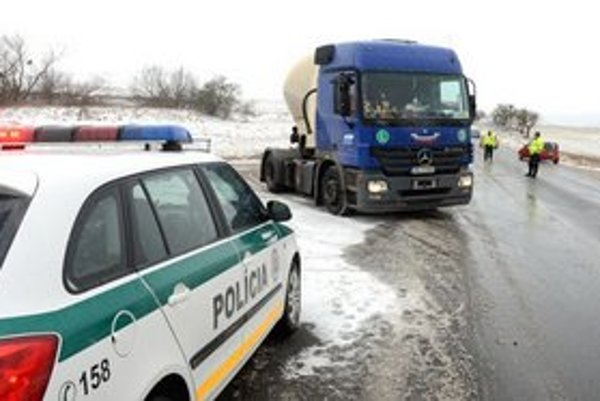 Polícia stopuje kamióny ešte pred Soroškou.