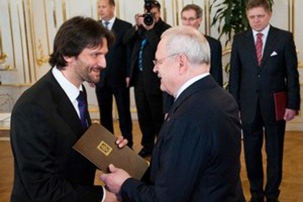 Parlament zmeny schválil, Robert Kaliňák čaká už len na podpis Ivana Gašparoviča.