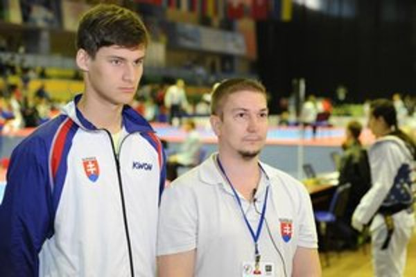 Ako prvý. Adrián Angyal (vľavo) je prvým pretekárom Hakimi Rožňava, ktorý sa v zápase dostal na ME.