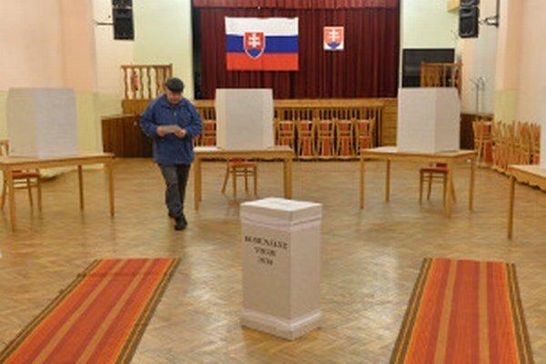 Komunálne voľby v Lazanoch začali už o šiestej hodine.
