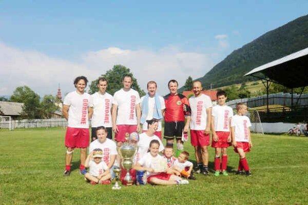 Vyšnoslanský pohár Pohár pre najlepšieho získali Gordane.