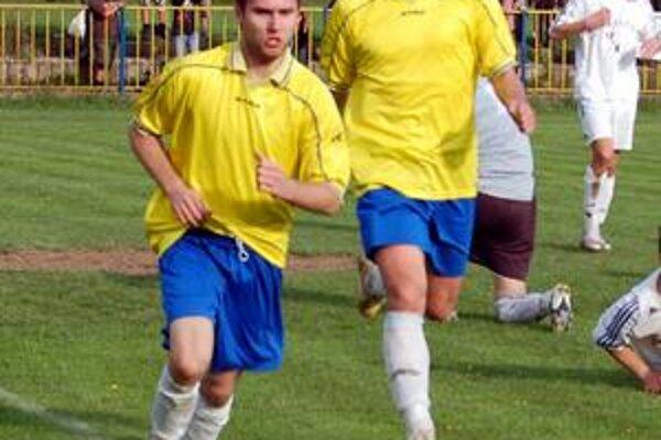 Gól Petra Šándora (vpravo) do siete Štítnika KT priniesol Rožňave tri body.