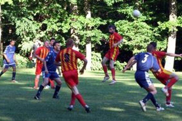 S desiatimi hráčmi. Betliarčania začali zápas desiati, Plešivčania to nedokázali dostatočne využiť.