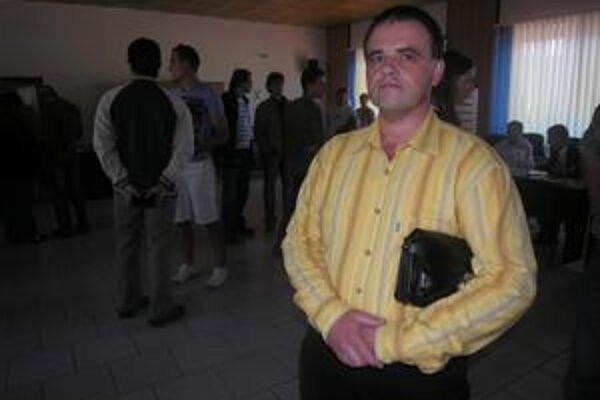 Ladislav Oravec. Podľa jeho názoru práca mimo domova vyžaduje zvýšené náklady, ušetreným ziskom by rodinu neuživil.
