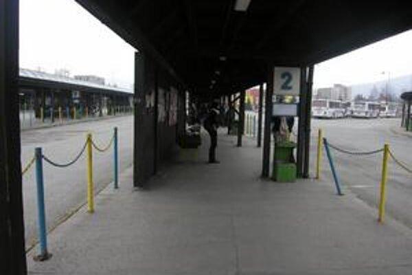 Zastávka. Keby mesto pozemok pod ňou predalo, buď by fungovala v zmenšenej verzii, alebo by tam nebola vôbec.