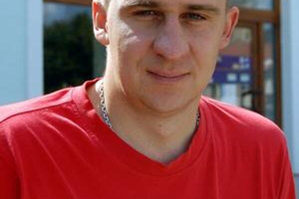 Zatiaľ deviaty. K prvému aprílu bol Rastislav Revúcky vo svetovom rebríčku v kategórii TT2 na deviatom mieste. Výsledky z ostatných turnajov ho pravdepodobne posunú vyššie.