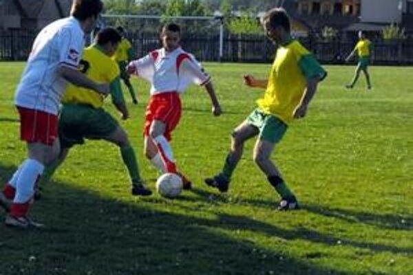 Víťazná rozlúčka. Po víťazstve v poslednom kole patrí futbalistom Jovíc konečné deviate miesto.