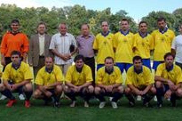 Jedenástka roka ObFZ. V hornom rade zľava O. Skokan, predseda ObFZ J. Džubák, tréner SP MFK Rožňava G. Farkaš, sekretár ObFZ D. Pollák, I. Dušinský, M. Varga, J. Barczi, V. Vávra, tréner jedenástky J. Maliňák, v dolnom rade zľava M. Gallo, Š. Bodnár, M. V