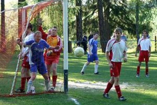 Len 20 kariet. Hráči Vyšnej Slanej dostávali v sezóne 2008/2009 len žlté karty, červenú nevidel žiaden z nich.
