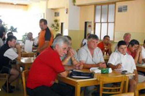 Aktív ŠTK. Na aktíve boli prítomní zástupcovia všetkých klubov hrajúcich v okresnej futbalovej súťaži.