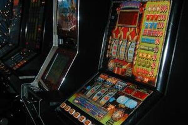 Automaty. Aj v herniach sa tržby znížili