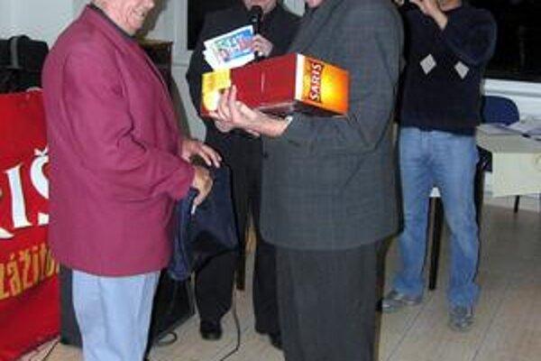 Laci bácsi. V roku 2006 jeho prácu ocenili predstavitelia ObFZ Rožňava.