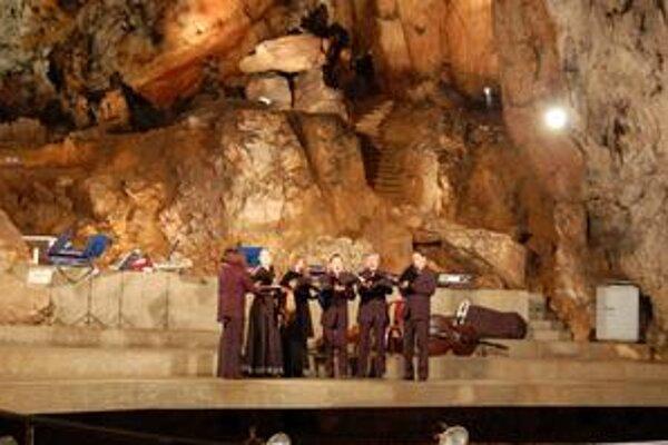 Jeden z najnavštevovanejších koncertov v rámci Ars antiqua Europae býva v jaskyni Baradla.