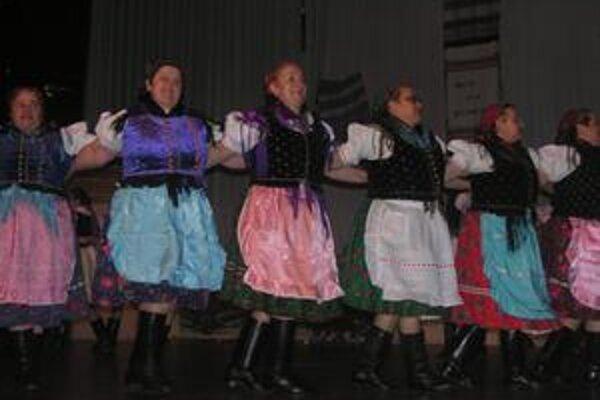 Folkloristi. V piatok budú vystupovať v Slavošovciach, v sobotu v Rožňave.