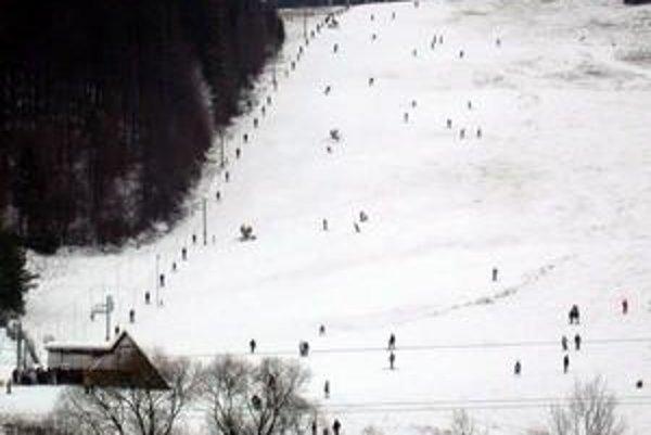 Na Júliuse. Keď sem neprídu lyžiari nasledujúci víkend, sezónu tu asi už ukončia.