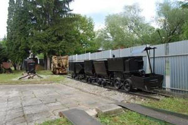 Banská lokomotíva. Hľadá sa pre ňu meno.