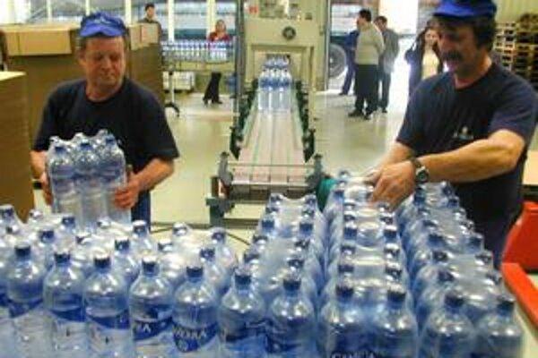 Pitný režim. Odporúča sa vypiť minimálne tri litre vody, no záleží aj od zdravotného stavu pracovníka, preto je dôležitá rada lekára.