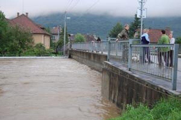 Vrecia. Na Slanej sú stále vrecia, no nie preto, že by očakávali ďalšiu povodeň.