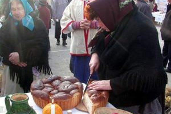 Rok na Gemeri. Za dlhé roky tejto akcie sa predstavilo toľko receptov tradičných jedál, že z nich vznikla celá zbierka.