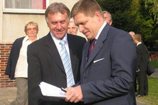 Ľubomír Hlaváč. Na fotografii s Robertom Ficom v začiatkoch svojho pôsobenia na poste prednostu obvodného úradu.
