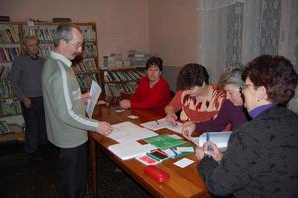 Komisia väčšinu voličov zaregistrovala už okolo obeda.