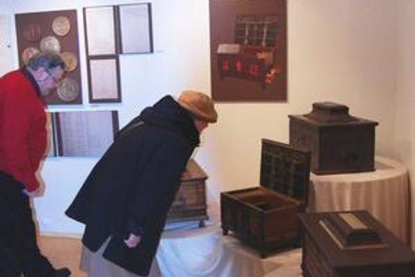 Cechové truhlice. Patria k najzaujímavejším exponátom výstavy.