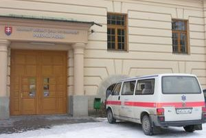 Liečebný ústav. Na Vianoce pustili domov zo 46 pacientov len štyroch. Predná hora je na Silvestra uzavretá a návštevy sú povolené len rodinným príslušníkom.