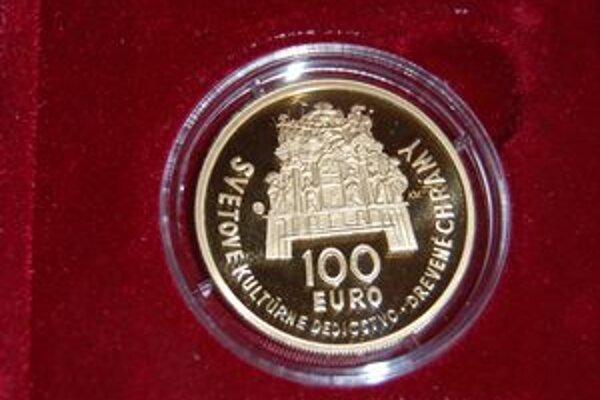 V zlate. Minca v nominálnej hodnote 100 eur je prvou zlatou slovenskou mincou v euromene.