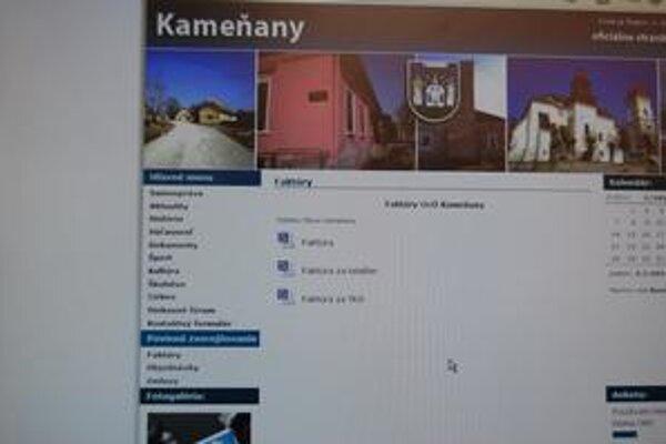 Kameňany. Na stránku začala obec dávať povinné informácie vo februári.