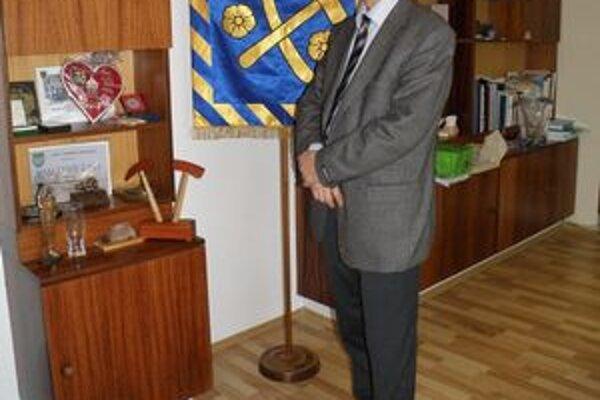 Vladislav Laciak. Primátor Rožňavy tvrdí, že zrušenie zmluvy by bolo pre mesto nevýhodné.
