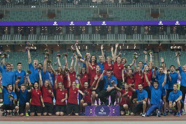 Slovenský atletický tím v Baku.