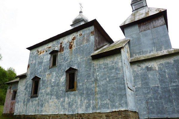 Pred rekonštrukciou bola fasáda pokrytá pozinkovaným plechom.