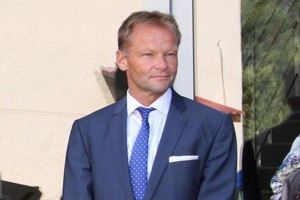 Minister hospodárstva Vazil Hudák začiatkom septembra v Kružlove pri otváraní fabriky čínskeho investora Flameshoes.