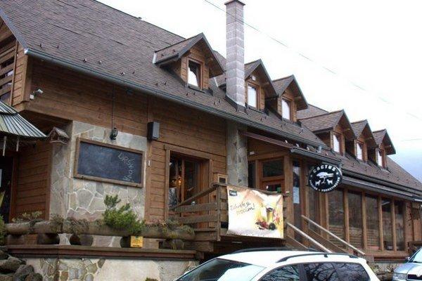 Miestna lyžiarska chata. Odvoliť by tu malo približne 40 ľudí.