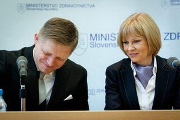 Premiér a ministerka na vláde projekt jednej poisťovne presadili.