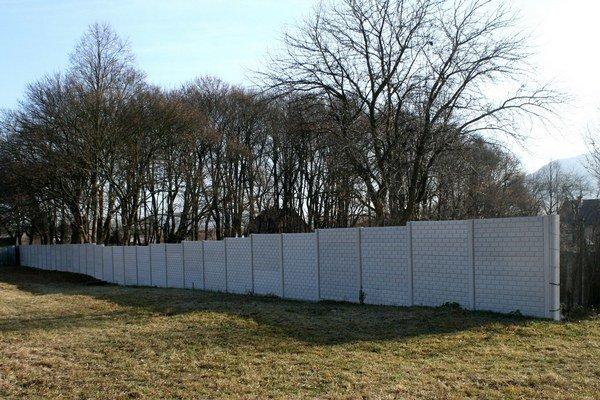 Nový plot. Oprava oplotenia prebiehala v prvej fáze rekonštrukcie.
